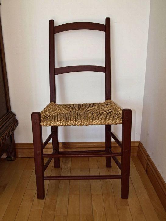 Chaise à la Capucine artisanale.