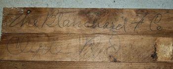 Identification, sous un coulisseau, table ancienne.
